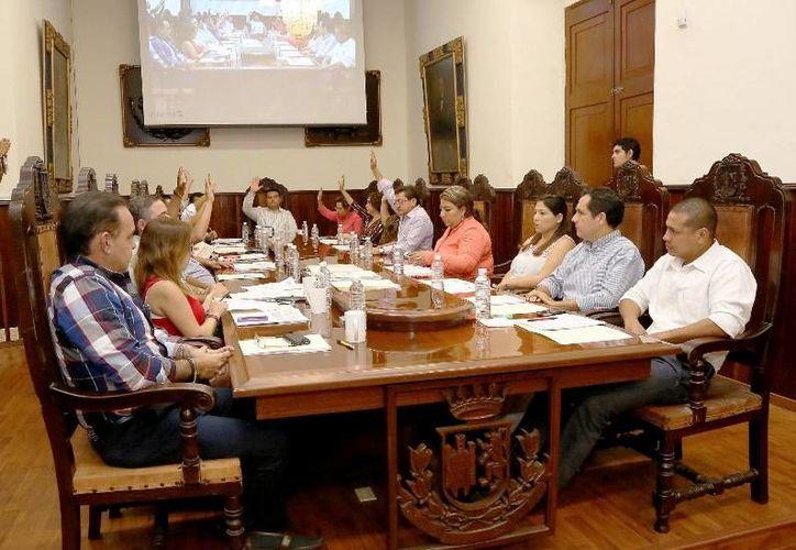 Regidores de Mérida en sesión de cabildo celebrada este viernes por la tarde. (SIPSE)