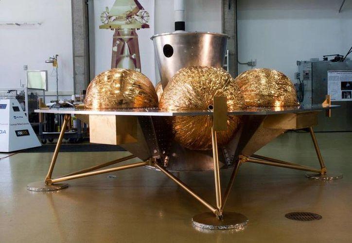 El explorador lunar, apodado Andy, es un robot de cuatro ruedas impulsado por energía solar y cuya altura llega a las rodillas de un individuo. (Twitter/@TeamIndus)