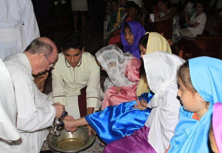 Niñas y niños participaron en el Lavatorio de Pies en Chetumal. (Ángel Castilla/SIPSE)