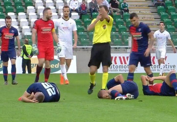 Con cinco minutos restantes del partido, los lesionados tuvieron que continuar  el juego hasta el  final. (Foto: Infobae)