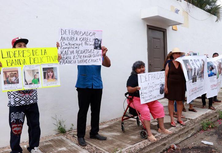 Protesta de personas defraudadas por falsas agencias de viaje.  (Milenio Novedades)