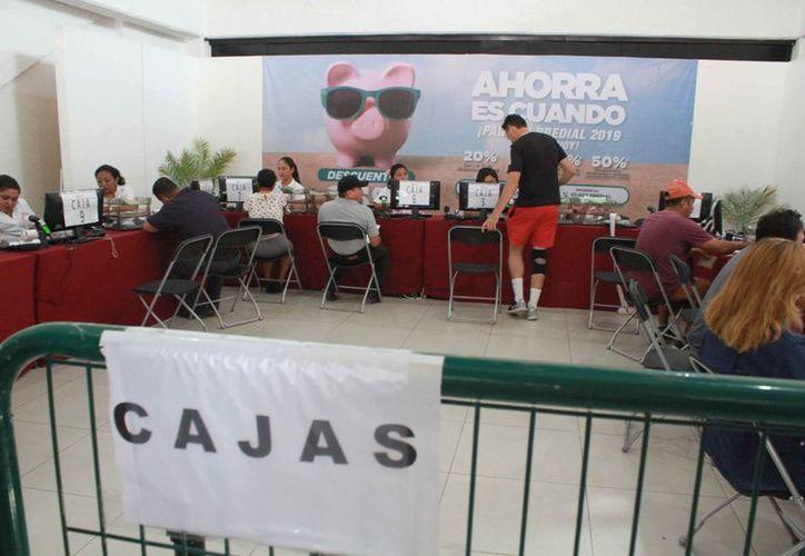 Han reducido el tiempo de atención en las cajas del Ayuntamiento. (Sergio Orozco/SIPSE)