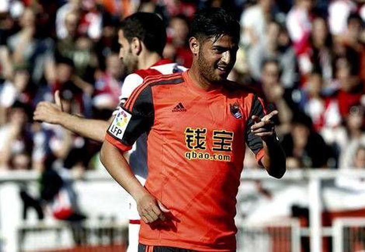Carlos Vela metió un gol y ayudó a su equipo Real Sociedad a ganar 4-2 a Rayo Vallecano en la última jornada de la Liga de España. (EFE)