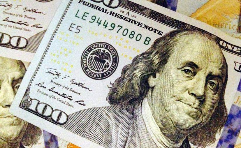 Especialistas financieros aseguran que la política de subasta de dólares para frenar la caída del peso se ha ejercido correctamente. (Archivo/Forbes)