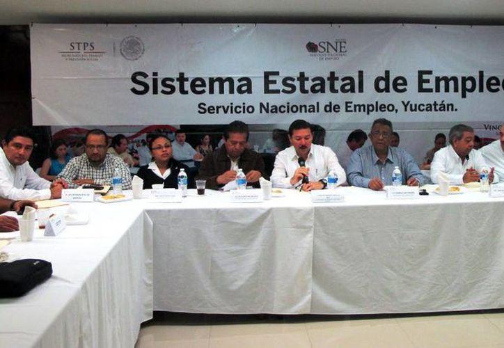 La reunión se encabezó con empresarios y sector educativo acompañados del titular del STPS, Enrique Castillo Ruz. (Milenio Novedades)
