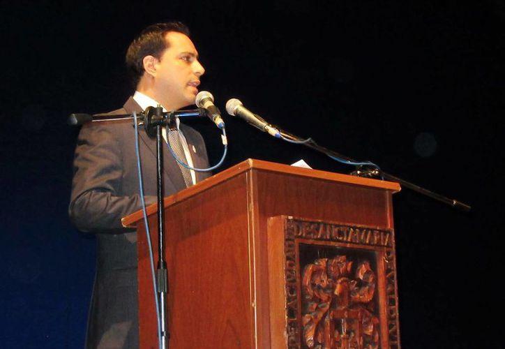El alcalde de Mérida, Mauricio Vila Dosal, durante su intervención en la ceremonia oficial del nombramiento de Mérida como Capital Americana de la Cultura 2016, en Valdivia, Chile. (Milenio Novedades)
