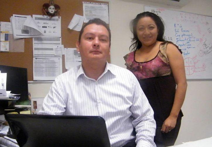 Los asesores Samuel Díaz y Joanna Espinoza Cocom comentaron que en Yucatán de las 10 afores que hay en el mercado siete administran el dinero, pero sólo tres son las que pueden manejar el recurso y pagar la pensión en caso de que el empleado fallezca. (Milenio Novedades)