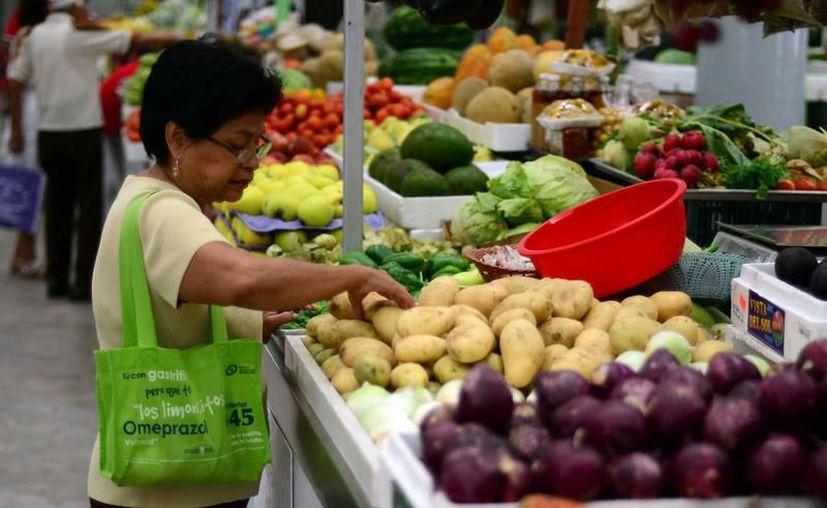 La Canacintra señala que es difícil para los empresarios traer productos de la canasta básica al estado. (Milenio Novedades)