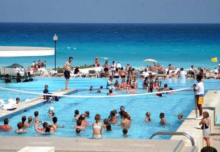 El turismo del período de verano disfruta del clima en los hoteles de Cancún y Playa del Carmen. (Contexto/Internet)