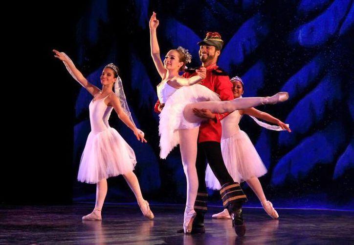 La puesta en escena del ballet El Cascanueces se presentará a partir del 26 de noviembre próximo. (Alejandra Flores/SIPSE)