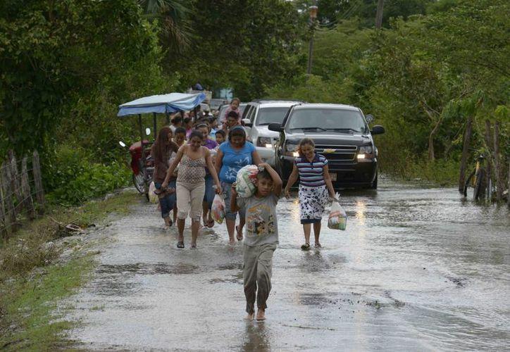 El gobernador de Tabasco, Arturo Núñez, dijo que solicitará la declaratoria de emergencia para los municipios de Centro, Teapa y Macuspana, que son los más afectados por lluvias. (Notimex/Foto de archivo)
