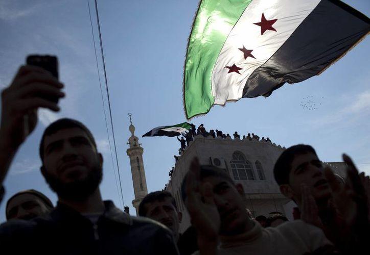 Rebeldes y adeptos al presidente sirio, Bashar Assad, han ido definiendo sus propias 'fronteras' en lo que fue un país 'unido'. (Agencias)