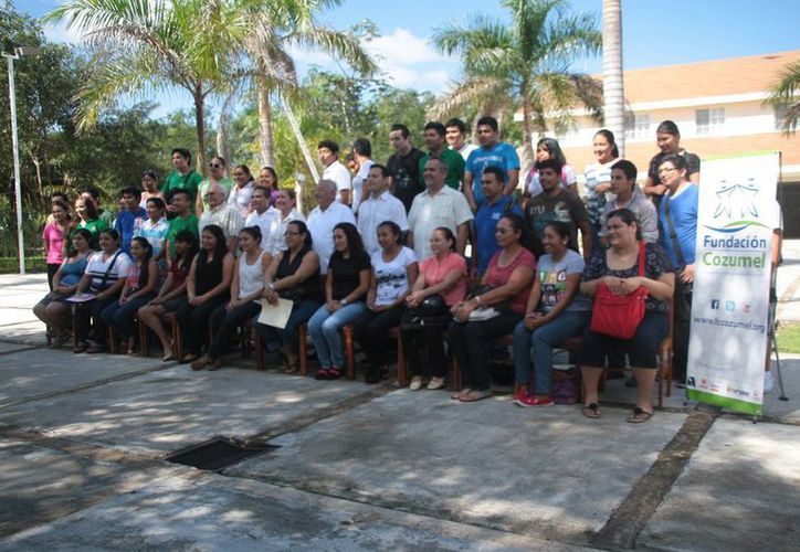 Alumnos de la Uqroo de la isla fueron beneficiados. (Julián Miranda/SIPSE)