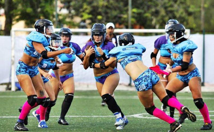 Las jugadoras de la Liga de Fútbol Americano en Bikini jugarán el Probowl 2016. (Raúl Caballero/SIPSE)