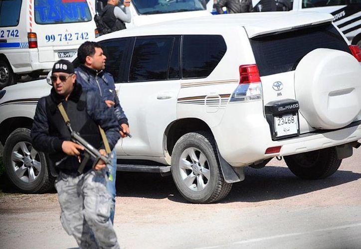 Al menos 17 turistas y 2 tunecinos murieron en una balacera en el museo Bardo, en Túnez. (AP)