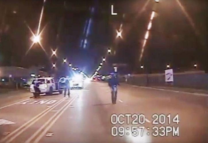 El 20 de octubre de 2014, Laquan McDonald, de 17 años, murió abatido por un policía blanco a mitad de la calle. Más de un año después, el video de su muerte fue revelado al público. (AP)