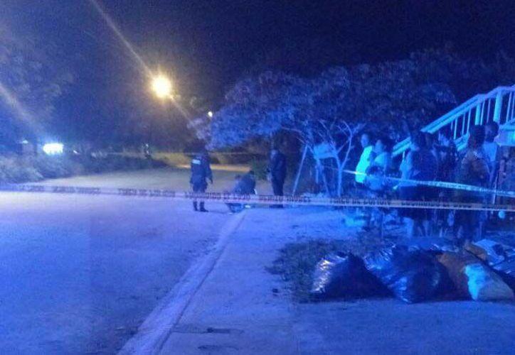 Dos hombres a bordo de una motocicleta dispararon contra el sujeto, quien recibió al menos dos balazos. (Redacción/SIPSE)