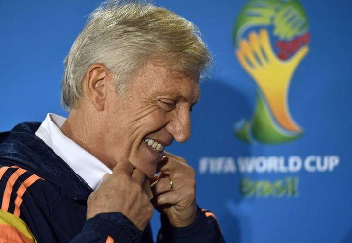 Una respuesta positiva de Pékerman sería porque tendría garantía de que su trabajo con la selección colombiana no se truncaría antes de la Copa del Mundo Rusia 2018. (AP)