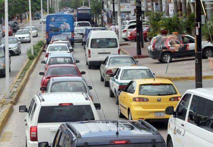Durante el período vacacional se genera tráfico en diferentes puntos de acceso a Cancún. (Redacción/SIPSE)