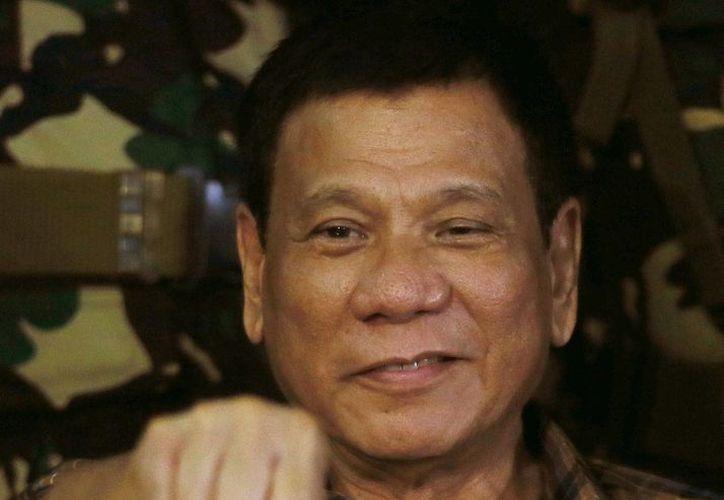 Rodrigo Duterte, presidente de Filipinas, dijo que estaría 'feliz' de exterminar a tres millones de consumidores de drogas y traficantes en su país. (AP/Bullit Marquez)