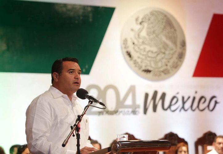 El alcalde meridano, Renán Barrera Concha, durante su discurso con motivo de la Independencia de México, en sesión solemne de Cabildo. (SIPSE)