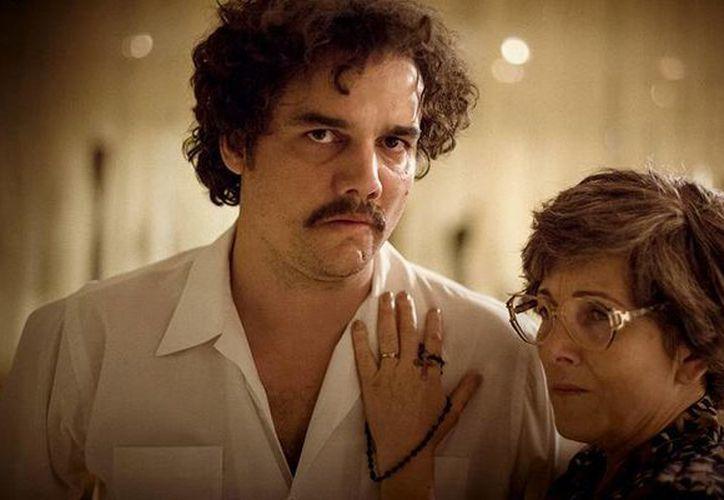 Gracias a la fascinación que la gente siente por el personaje Pablo Escobar, la serie <i>Narcos</i>, que se transmite por Netflix, ha roto récords de audiencia. (Twitter: @NarcosNetflix)
