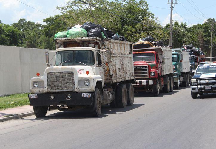 Existen 11 camiones para atender la recoja de basura en por lo menos 36 rutas en toda la ciudad. (Foto: Joel Zamora/SIPSE)