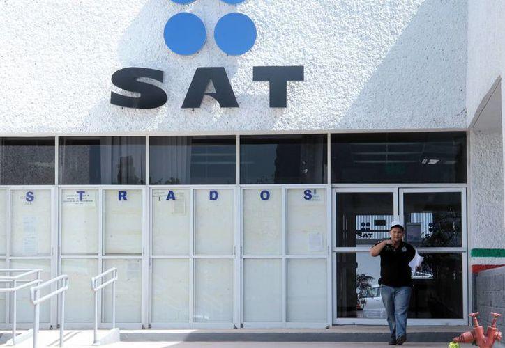 El SAT enfrenta cinco amparos por el tope impuesto a personas físicas. (Milenio Novedades)