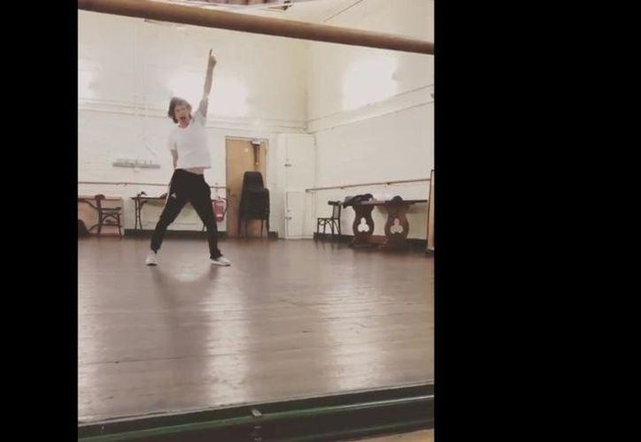 Mick Jagger sorprendió a sus fans con un video de él bailando con la intensidad que lo caracteriza. (Impresión de pantalla/Twitter)
