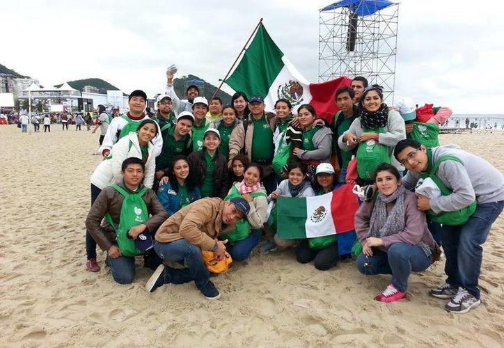 Integrantes de la delegación Yucateca que participa en la Jornada Mundial de la Juventud, en Brasil. (Milenio Novedades)