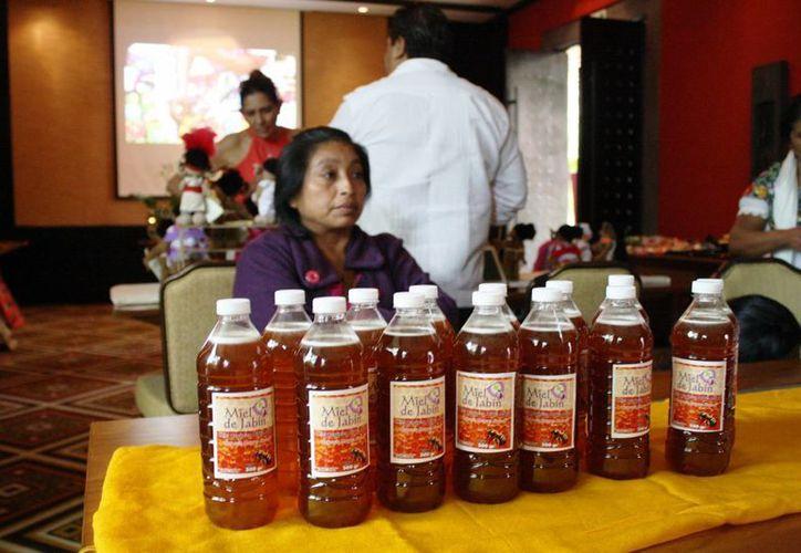 En el mercado se dieron cita 17 productores de la zona maya. (Octavio Martínez/SIPSE)