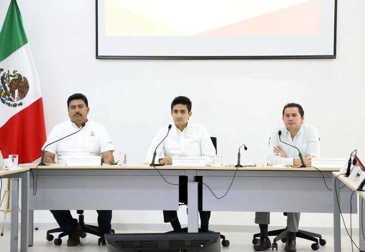 Juan José Canul Pérez, de la Seder (i), y Mauricio Sahuí, de la Sedesol (d), se presentaron ayer a comparecer ante los legisladores. (Milenio Novedades)