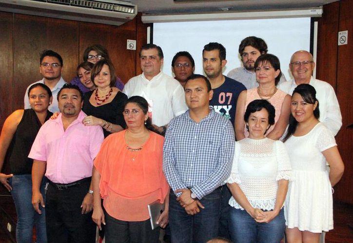 Fotografía oficial tras el informe anual de actividades de la Asociación Donando Sangre, Donando Vida. (José Acosta/SIPSE)