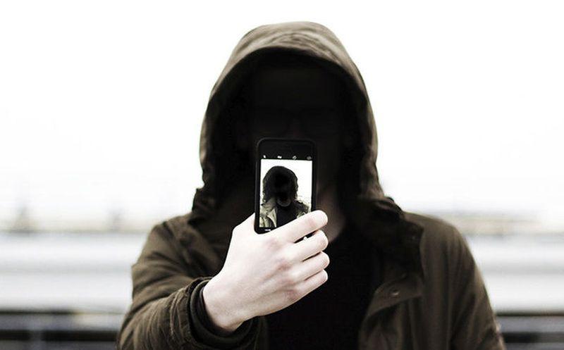 ¡Terrorífico! Hombre comparte foto de espeluznante niño fantasmal