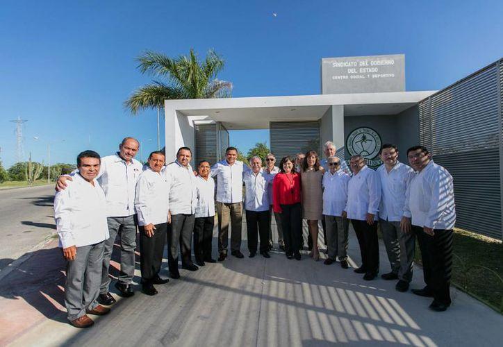 Ante funcionarios del Congreso del Trabajo el mandatario Rolando Zapata declaró que su gobierno continuará con las inversiones en obra pública, salud, educación, créditos sociales y el sector productivo. (Foto cortesía del Gobierno)