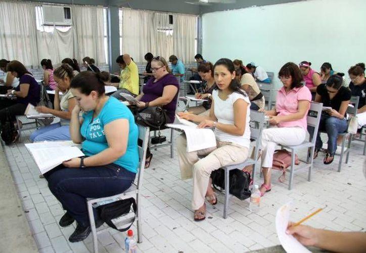 Tras la Evaluación del Desempeño Docente aplicada a maestros de preescolar y grados de educación básica, este fin de semana la prueba se aplicará a maestros de preparatoria en Yucatán. (SIPSE)