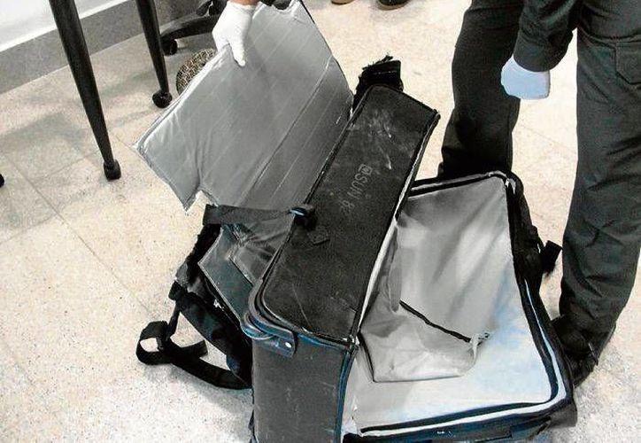 Tres años estará  Yessica Chanel Cabanillas Torres en la cárcel por poseción de heroína en el doble fondo de su equipaje. (Foto de contexto eluniversal.com.co)