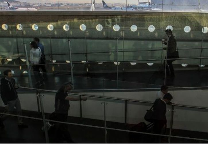 El programa piloto denominado Nuevo Modelo de Atención a Pasajeros, se aplicará en la Terminal 2 del Aeropuerto Internacional de la Ciudad de México. (María José Martínez/Cuartoscuro).