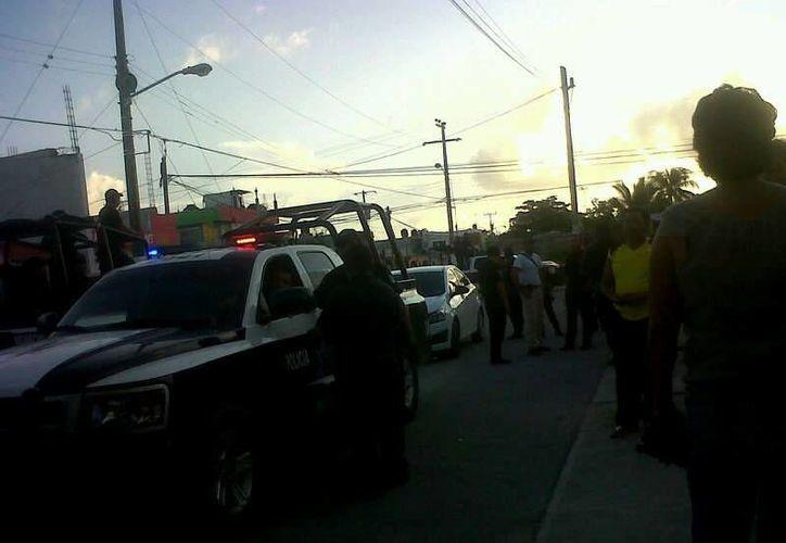 Al lugar arribaron patrullas para controlar la situación y mantener el orden. (Alejandra Galicia/SIPSE)