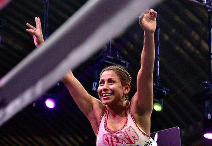 Yésica <i>Kika</i> Chávez logró uno de los triunfos más importantes de su carrera ante la veterana Naoko Fujioka. (Twitter: @ESPN)