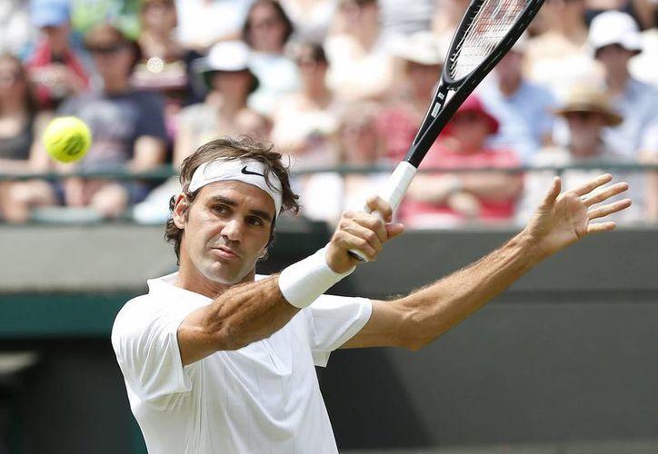 Federer solo requirió de 24 minutos para llevarse el primer set ante el italiano Paolo Lorenzi. (EFE)