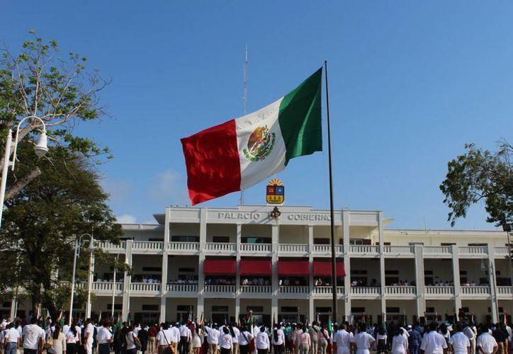 Son 12 mil empleados del poder Ejecutivo, Legislativo y Judicial quienes tendrán puente. (Ángel Castilla/SIPSE)