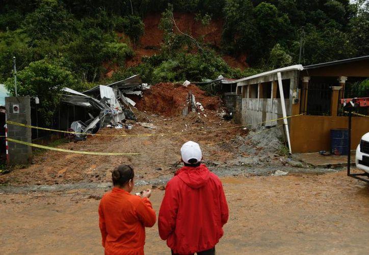 En Panamá, los efectos del huracán Otto causaron tres personas muertas y cuantiosos daños materiales. (AP/Arnulfo Franco)