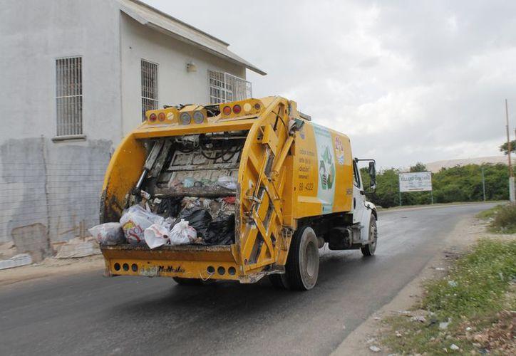 Actualmente hay 75 camiones recolectores distribuidos en 100 rutas, en tres turnos. (Redacción/SIPSE)