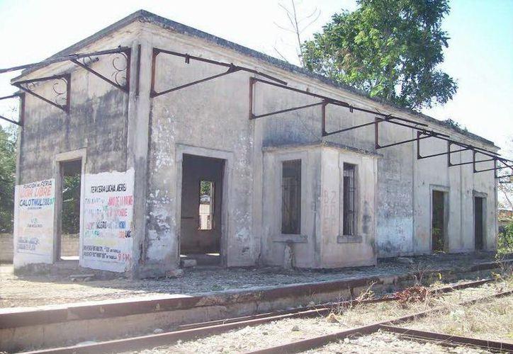 Antigua estación de trenes de Calotmul donde han visto a la mujer fantasma. (Jorge Moreno/SIPSE)
