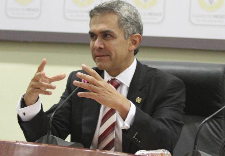 Miguel Ángel Mancera indicó que los casos de influenza están por debajo de los registros del año pasado. (Notimex)