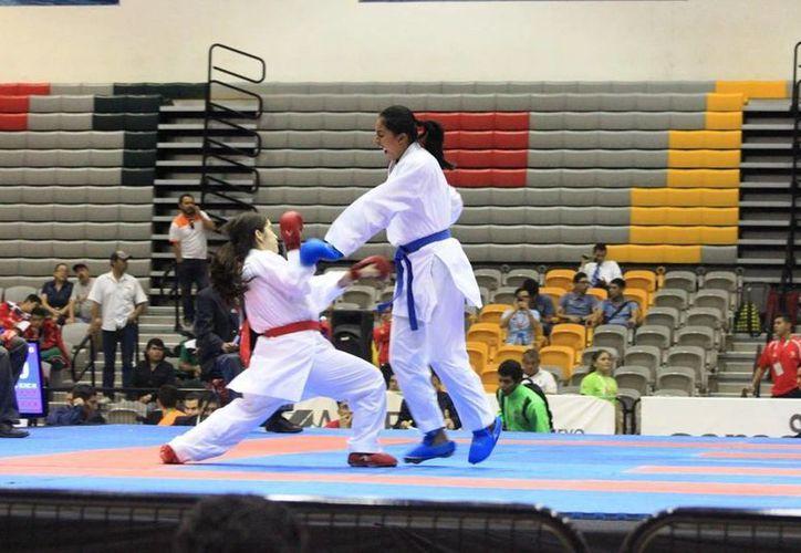 El equipo de karate está conformado por atletas de Cancún y Cozumel. (Ángel Mazariego/SIPSE)