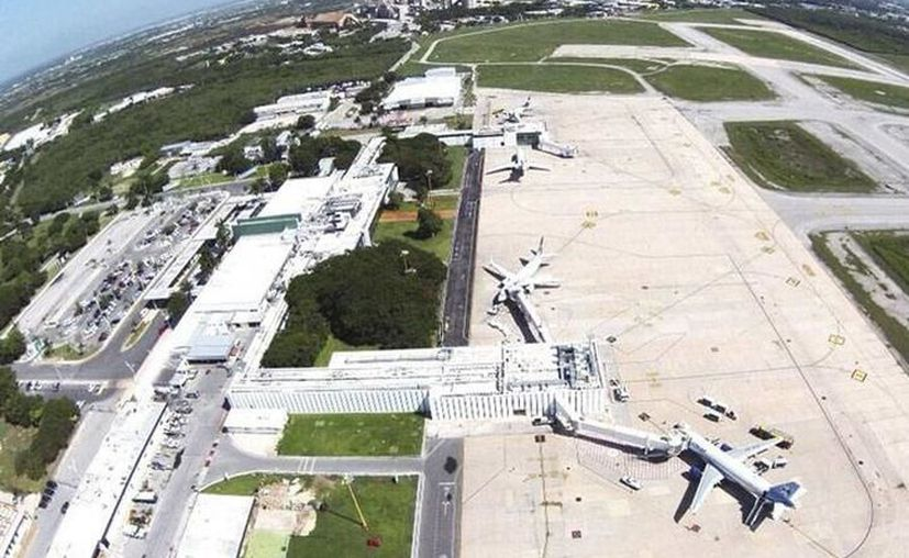 Los grupos privados y el Gobierno yucateco discutirían reubicación del aeropuerto. (Archivo/Sipse)
