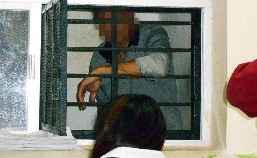 El médico detenido se careó con su denunciante en el Ministerio Público, en donde aceptó que conocía a la paciente. (Milenio Novedades)