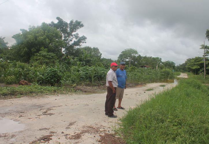 Les repararán dos kilómetros de calles, por lo que se organizaron para vigilar que se cumpla y el trabajo sea de calidad. (Carlos Castillo/SIPSE)